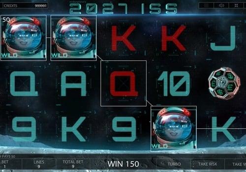Выигрышная комбинация символов в игровом аппарате 2027 ISS